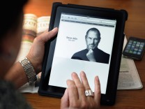Steve Jobs, the king of tech, dies at 56