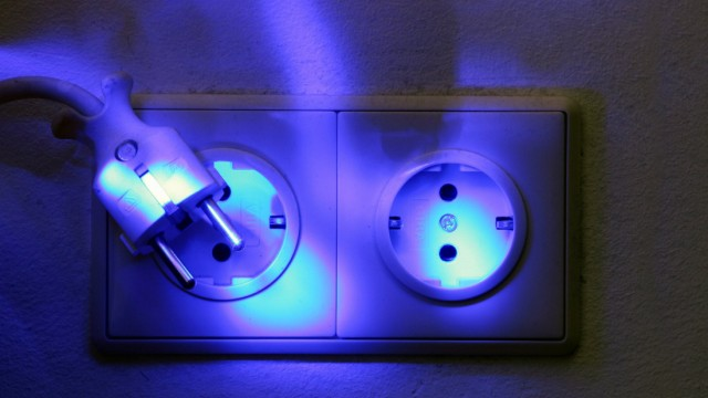Zeitung: Stromerpreiserhoehungen fuer zahlreiche Haushalte