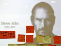 Tributes to the late Steve Jobs are posted at an Apple Store in Kuala Lumpur