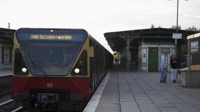22-Jaehriger auf Berliner S-Bahnhof zusammengeschlagen