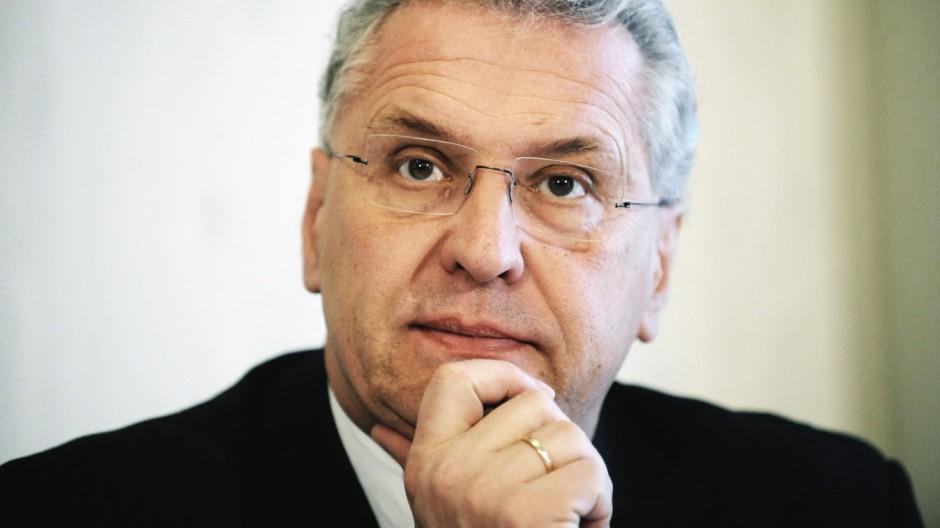 Bayerns Innenminister fordert staerkere Aufarbeitung der SED-Diktatur