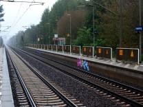 Brandanschlag legt Zugverkehr lahm
