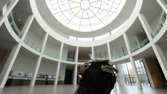 Pinakothek der Moderne Risse in der Rotunde