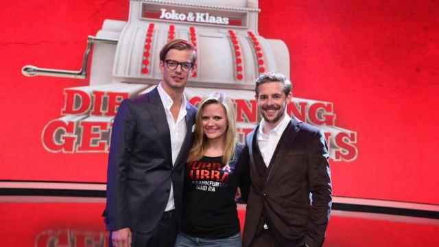 Joko Winterscheidt und Klaas Heufer-Umlauf mit Kandidatin Jenny