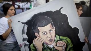 Israeli Cabinet Agree Deal For Return Of Kidnapped Soldier Gilad Shalit