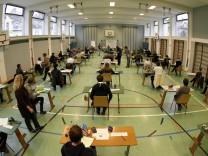 Letzte G9-Abiturienten in Bayern beginnen mit Pruefungen