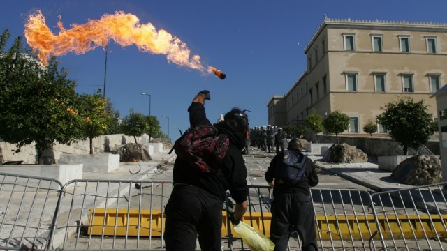 BESTPIX  General Strike Planned To Coincide With Greek Budget Decision