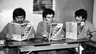 Türkische Gastarbeiter beim Deutschunterricht
