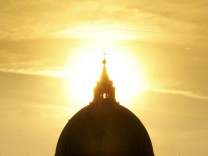 VATICAN-POPE-SUN SET