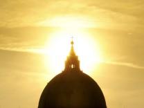 VATICAN-POPE-SUN SET