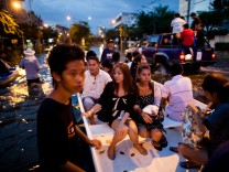 Bangkok Flood Threat Forces Residents to Flee