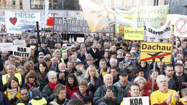 Tausende demonstrieren in Muenchen gegen Flughafenausbau