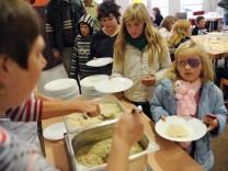 Kostenloses Mittagessen im sozialen Brennpunkt