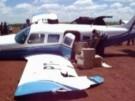 Polizeiauto rammt Flugzeug (Vorschaubild)