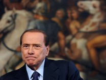 Berlusconi set to resign after Italy parliament vote