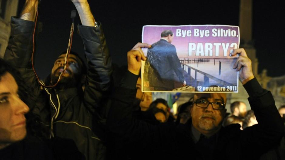Silvio Berlusconi Silvio Berlusconi tritt zurück