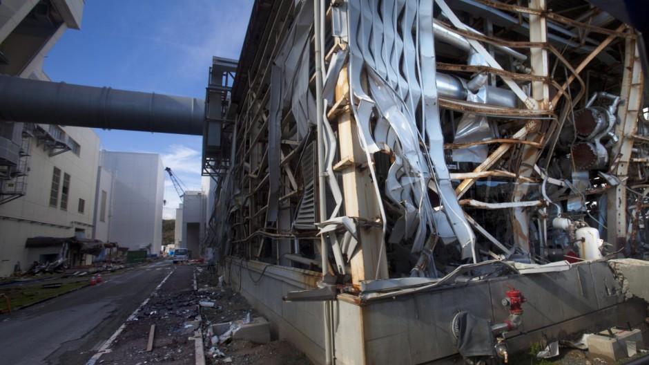 Media allowed into Japan's tsunami-damaged nuclear power plant