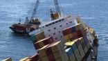 "Ölpest vor Neuseeland Havarierter Frachter ""Rena"""