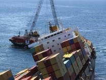 Oil pumped out stricken ship
