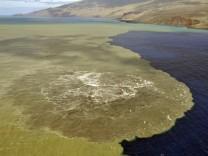 UNDERWATER VOLCANIC ERUPCTION IN EL HIERRO ISLAND