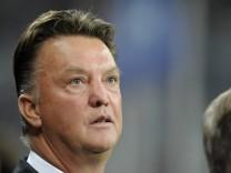 Kinderdienst: Louis van Gaal bleibt Trainer des FC Bayern bis 2012