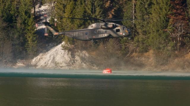 Hubschrauber sollen Waldbrand in Bayern löschen