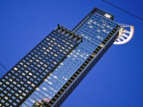 Westend Tower vor blauem Himmel