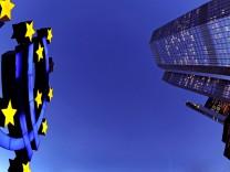 Euro-Skulptur vor EZB
