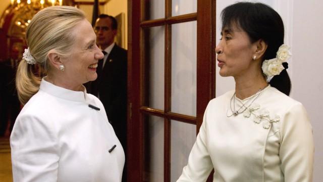 Hillary Rodham Clinton, Aung San Suu Kyi