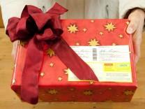 Geschenkpapier hält auf - So kommt Weihnachtspost pünktlich an