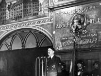 Hitler bei Parteigründungsfeier, 1940