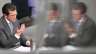 Jahreswechsel - Rücktritt Guttenberg