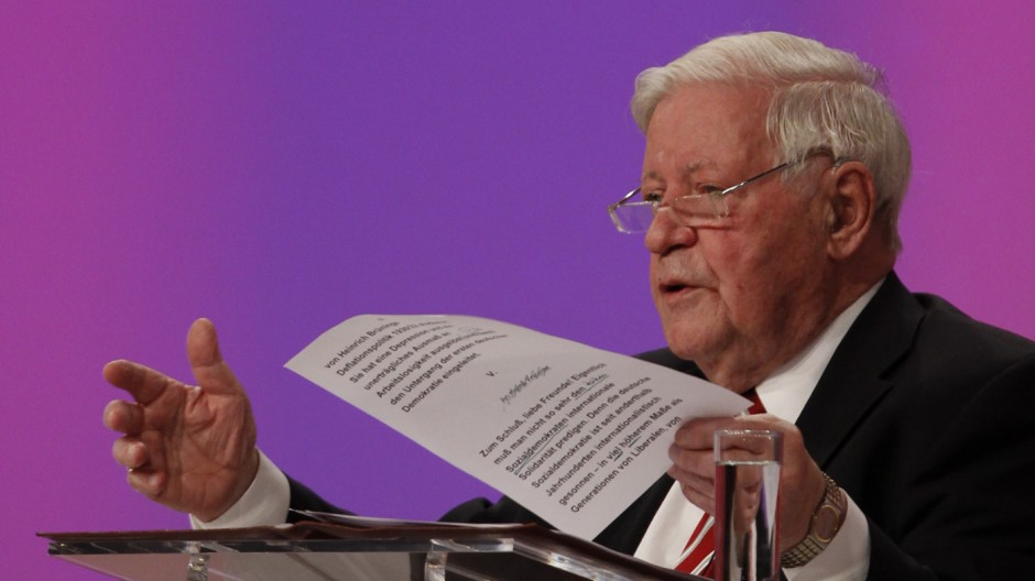 Former German Chancellor Helmut Schmidt of the SPD gives a speech at SPD  party convention in Berlin