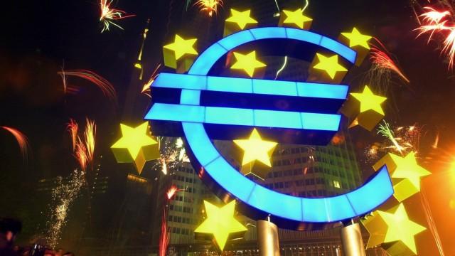 Euro startet mit Feuerwerk