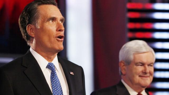 Streben ins Weiße Haus: Republikaner Romney (li.) und Gingrich vor ihrer Debatte an der Drake University in Des Moines, Iowa