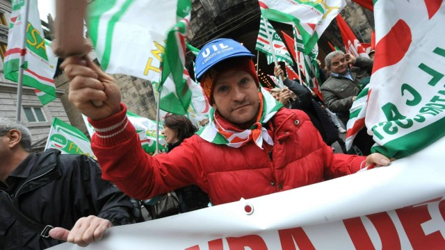 Italy general strike to protest government economic reforms