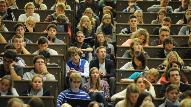 Überfüllter Audimax zum Semesterbeginn in der Münchner LMU, 2011