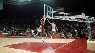 Sowjetunion besiegt USA im Basketball-Finale.