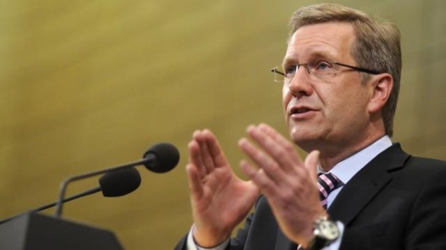 Christian Wulff als niedersächsischer Ministerpräsident bei einer Rede im Landtag in Hannover im Jahre 2010