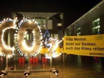 Flammender Protest vor Bundeskanzleramt