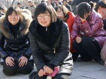 Citizens in Pyongyang react to Kim's death