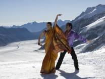 Schweiz Berner Oberland Aletschgletscher Indische Touristen Skiorte