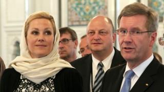 Bundespräsident Christian Wulff mit Bettinaund Sprecher Glaeseker