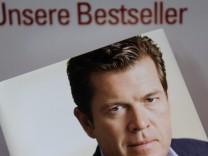 Jahresrueckblick: Guttenberg stuerzt ueber seine abgeschriebene Doktorarbeit