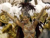 Sambatänzerin zu Karneval in Rio