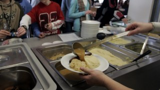 Studie stellt grosse Maengel bei Schulessen fest