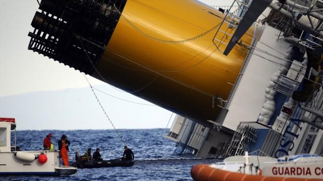 """Schiffsunfall Havarie des Kreuzfahrtschiffs """"Costa Concordia"""""""