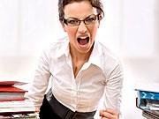 Die Chefin des Pharmaunternehmens United Therapeutics, Martine Rothblatt, war zugleich die einzige Frau unter den 150 Topverdienern der USA. Sie erhielt im vergangenen Jahr 21,8 Millionen Dollar. Mit weitem Abstand folgten Avon-Geschäftsführerin Andrea Jung und TJX Companies-Chefin Carol Meyrowitz mit 13,9 Millionen Dollar beziehungsweise 12,8 Millionen Dollar.