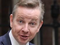 Minister will Queen eine Yacht schenken