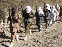 Pakistanische Taliban im Grenzgebiet zu Afghanistan